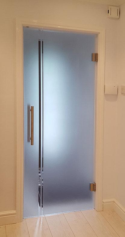 glass door linea sandblasted design, pull handles, roller catch