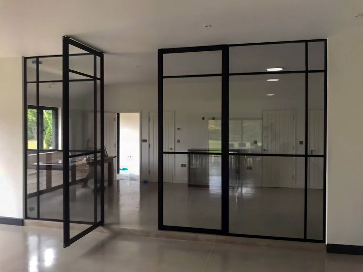 Piazza Tecno Crittall style pivot doors with side panels img 19